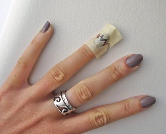 diy-chevron-nail-manicure-tutorial-2